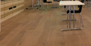 Wood effect flooring in a classroom